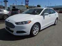 2013 Ford Fusion SE SPORTY-LUXURY!