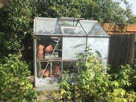 Greenhouse 7.5ft x 5.5ft / 100% complete / Glass and Aluminum Construction / Includes Bench