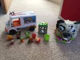 The Ugglys Pet Shop Dirty Dog Wash Van, 8 animals and Electronic Pup Pet