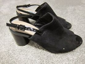 Woman's shoes size 4