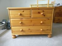 Pine Chest of Drawers like new