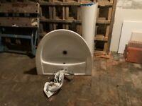 2 Porcelain sinks