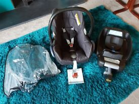 Maxi Cosi CabrioFix Car Seat, EasiFix ISO-fix base & Rain cover Bundle