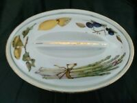 ROYAL WORCESTER EVESHAM OVEN TO TABLE WARE SHALLOW CASSEROLE DISH / VEGETABLE SERVING DISH.