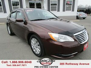 2013 Chrysler 200 LX $106.62 BI WEEKLY!!!