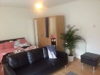GEORGEOUS!!!UNFURNISHED!!!1 Bedroom apartment AVAILABLE NOW!!! in walthamstow 1190 PCM!!!