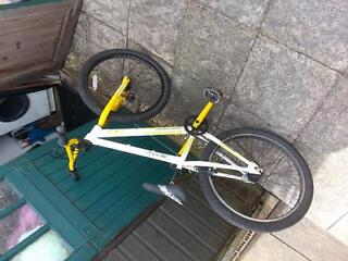 raleigh yellow and white paint work 9/10 condition seat can be agusted perfect wheels and small cog