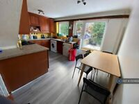 5 bedroom house in Britten Close, Colchester, CO4 (5 bed) (#1004829)