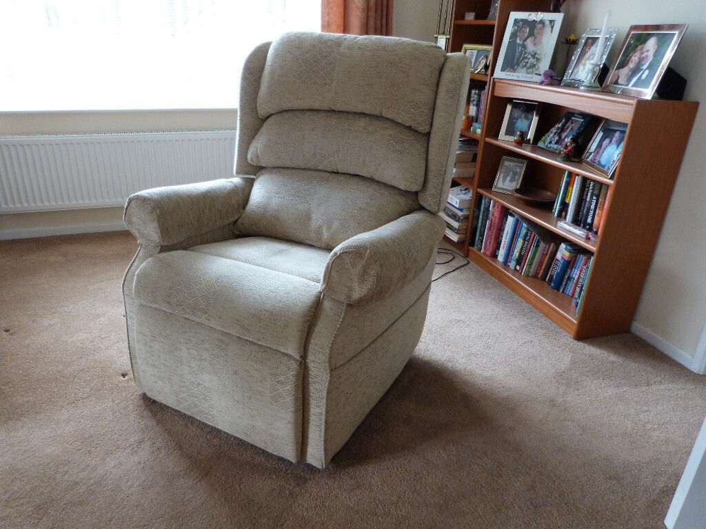 Hsl Sofa With 2 Dual Rise Amp Recline Chairs In Taverham