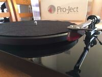 Pro-ject Debut Carbon Turntable w/ Ortofon 3M Red Stylus
