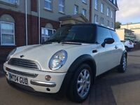 MINI COOPER 1.6 2004 only 84,000 miles STUNNING WHITE WITH BLACK LEATHER AND BLACK TRIM