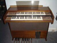 Elecrtonic organ ,comes with glass sheet music support,excellent condition