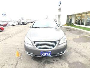 2014 Chrysler 200 Limited, Leather, Moonroof, One Owner!! Windsor Region Ontario image 4
