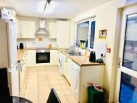 DOUBLE ROOM JUST OFF THE POPULAR ORMEAU ROAD!!