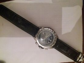 Breitling wartch looks as new all in good condation with box for mens