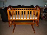 Gliding crib in good condition