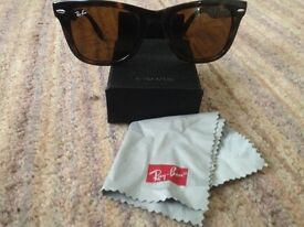 Ray- Ban Folding Wayfair Sunglasses with box