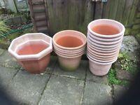 19 plastic garden pots in various sizes