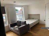 Studio flat in Uxbridge Road, London, W12 (#1219507)