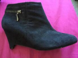 Cutest wedge suede ankle boots size 7 EEE Evans essence ! NEW !