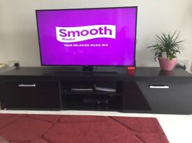 Stylish TV Stand Cabinet Unit, Looks like brand NEW!