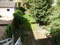 A LARGE TWO DOUBLE BEDROOM DUPLEX GARDEN FLAT CLOSE TO NEW SOUTHGATE STATION, BUSES & SHOPS