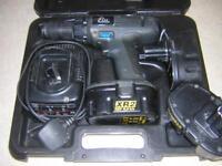 ELU DEWALT 18V HEAVY DUTY CORDLESS DRILL DRIVER, 3 BATTERIES, DEWALT BATTERY CHARGER AND CARRY CASE