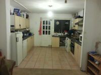 LOOKING FOR GAY HOUSE MATES SOCIABLE FRIENDLY HOUSE KING SIZE VERY LARGE DOUBLE ROOM TO LET NO BILLS