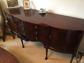 Mahogany wood bow fronted sideboard in excellent condition