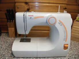 TOYOTA SEWING MACHINE WITH FOOT PEDAL RS2000