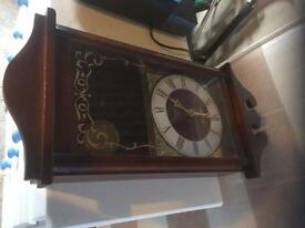 Clock antique style battery powered