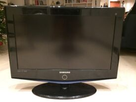 26 Samsung LE26R73BD HD Ready Digital Freeview LCD TV with Stand & Remote