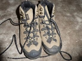 Walking boots size 5