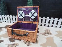 EXTRA LARGE BEAUTIFUL PICNIC BASKET ALL THE PIECES INCLUDED GET READY FOR SUMMER PICNIC