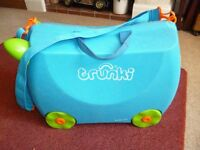 childrens trunki suitcase.Terence with shoulder strap, key and inside elastics - Shipley