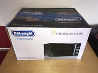DeLonghi 800W 20L Microwave with 1000W Grill - Black.
