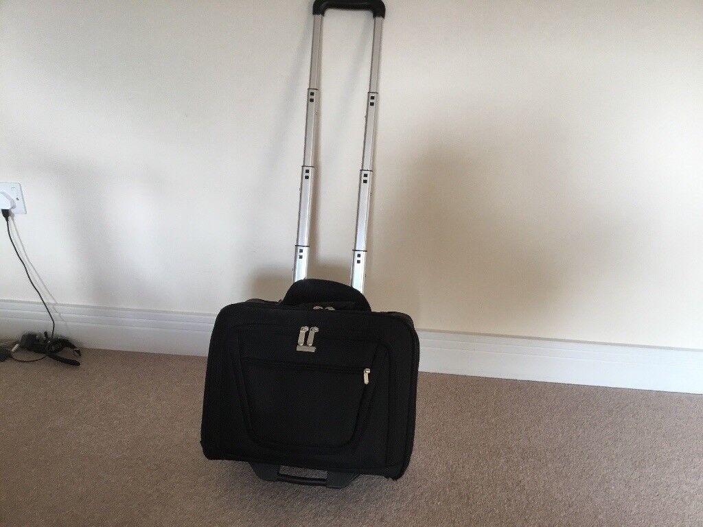 Wheeled document case/briefcase