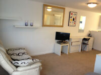 ALL BILLS INCLUDED Studio with off road parking Easy access to Airport M56/M60 and public transport