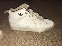 Size 9 Adidas mensTrainers