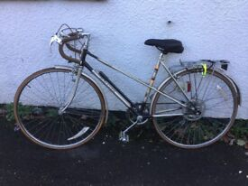 Bike, Raleigh Medale woman's, 5 derailleur gears, excellent condition