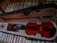 1/2 size violin with bow and case -suit ages 7-9 -as new condition, excellent