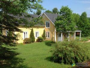 399 000$ - Maison 2 étages à vendre à Lac-Brome