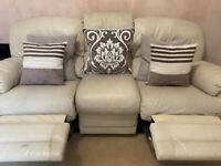 Cream 3 Seater & 2 Seater Recliner Sofa in Good Condition! Includes 10 Pillows