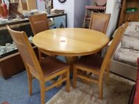 Quality circular oak pedestal table with 4 oak and leather dining chairs, great condition