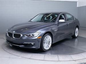 2013 BMW 328I LUXURY X-DRIVE MAGS TOIT CUIR West Island Greater Montréal image 1