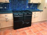 Black gas cooker with 8 hobs