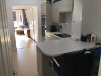 Bright double room with ensuite in criklewood.