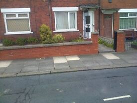 2 bedroom Terrace house in LONGROYD TERRACE Leeds to rent in LS11, parking , garden