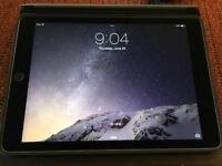 iPad Air 2 64 GB Space Grey with Smart Case!