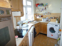 Lovely 2 bed larger-than-average flat in Richmond, one of London's best areas